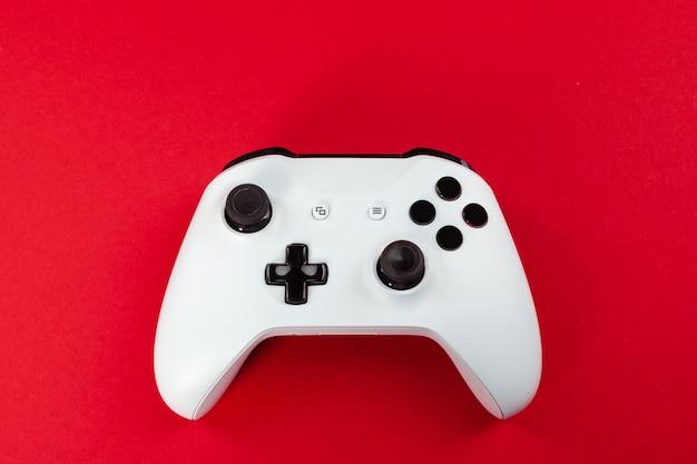 Gaming. joystick auf farbe.