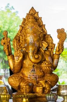 Ganesha; herr des erfolgs. ganesha-statue