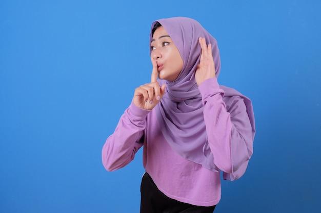 Ganz und etwas von jungen schönen muslimen zu hören