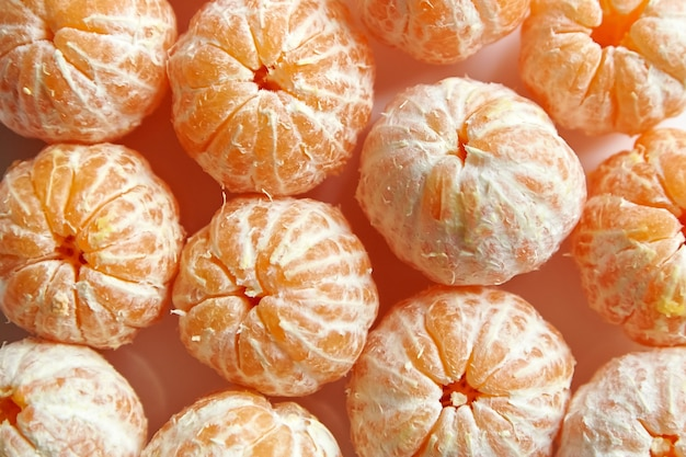 Ganze mandarine zitrus geschälte früchte