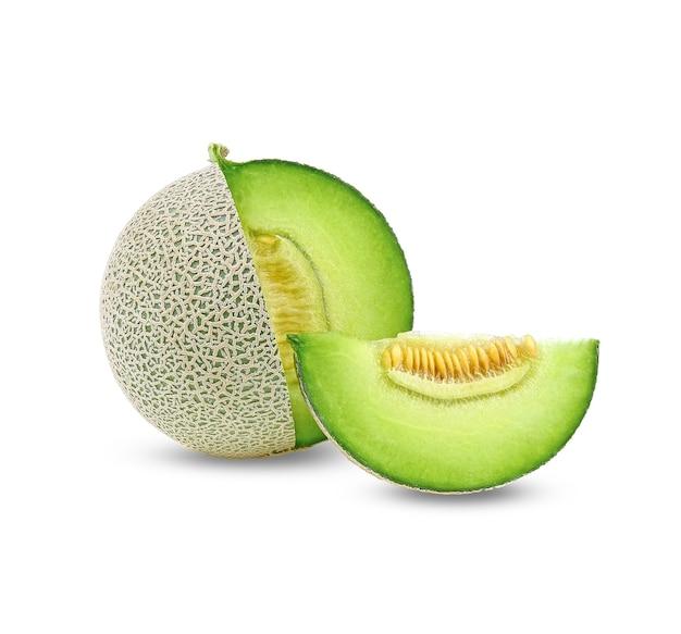 Ganzes und scheibe japanischer melonen, grüne melone lokalisiert auf weiß