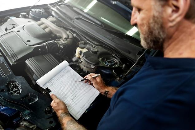 Garage motor maintenance mechanic fixing ersatzkonzept