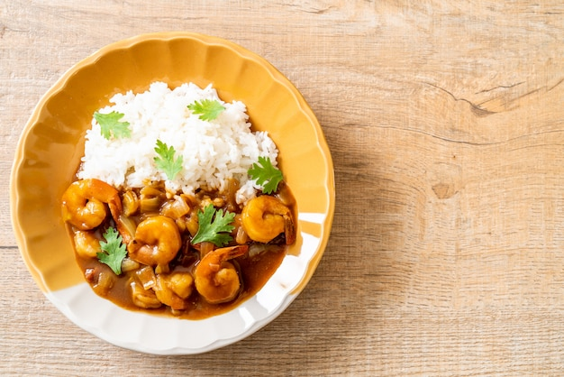 Garnelen in currysauce auf reis