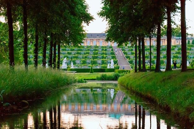 Garten am sanssouci palast in potsdam, deutschland