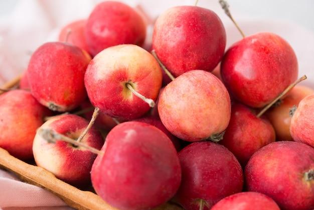 Garten, reif, natürlich, miniäpfel in einer öko-schüssel, selektiver fokus, nahaufnahme