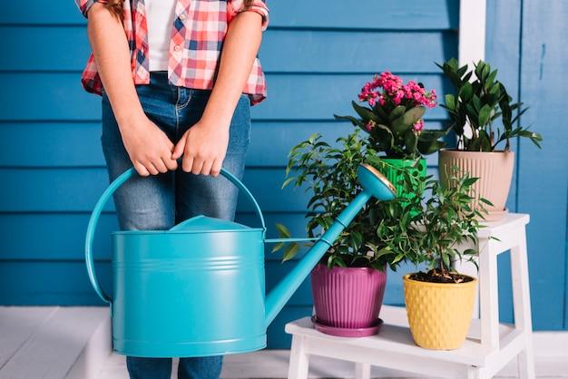 Gartenarbeitkonzept mit mädchen