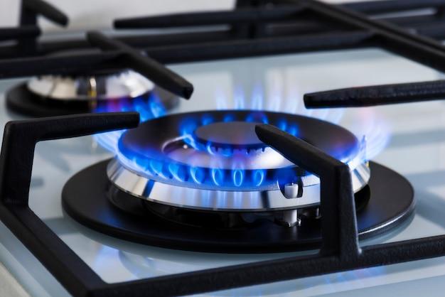 Gas zum kochen von lebensmitteln zu hause moderner küchenherd