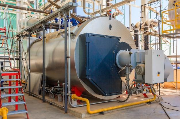 Gaskessel im gaskesselraum zur dampferzeugung