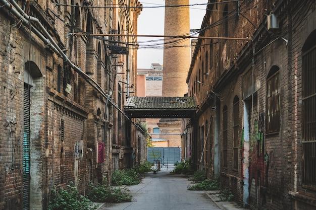 Gasse einer alten fabrik