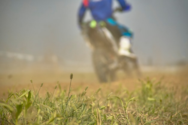 Gavello, italien 24. märz 2020: enduro-rennen in countryside