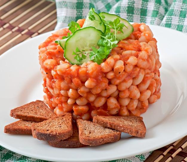 Gebackene bohnen mit tomatensauce
