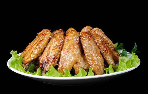 Gebackene hähnchenflügel in honig-soja-marinade