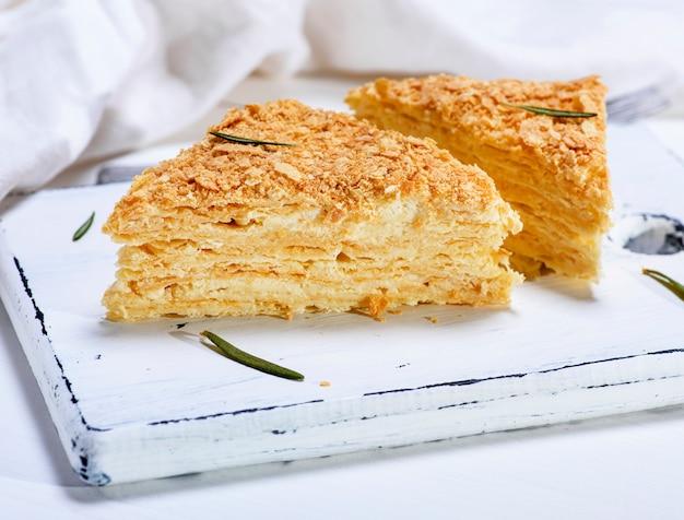 Gebackene kuchen napoleon mit sahne