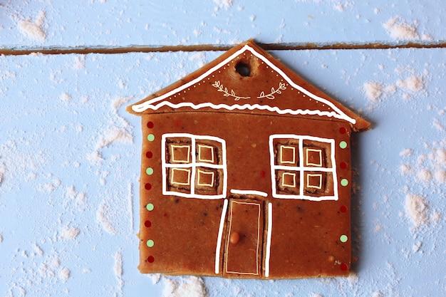 Gebackener ingwerplätzchen lebkuchenhaus weihnachtshintergrund