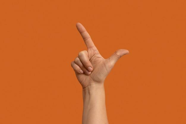 Gebärdensprachsymbol isoliert auf orange