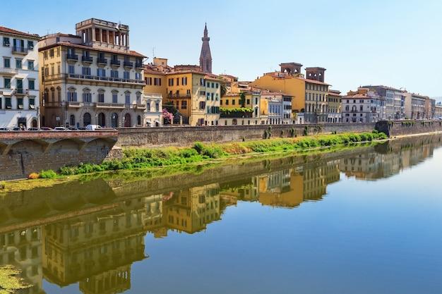 Gebäude am fluss, italienische architektur.