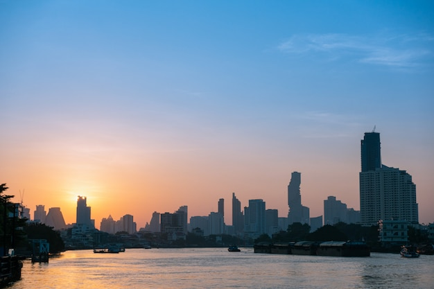 Gebäude und wolkenkratzer bangkok stadt