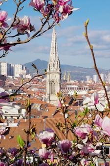 Gebäudearchitektur und stadtbild in bilbao-stadt spanien, bilbao-reiseziel