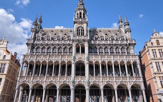 Gebäudefassade von grand place brüssel, belgien