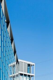 Gebäudereflexion über fenster