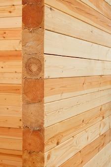 Gebäudewand aus nadelholz, endschnitt aus kiefernholz, kalibriertes fichtenholz