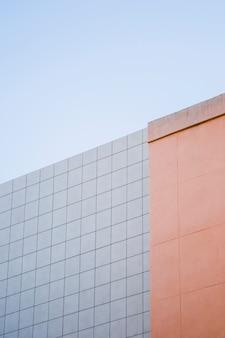 Gebäudewand mit himmel