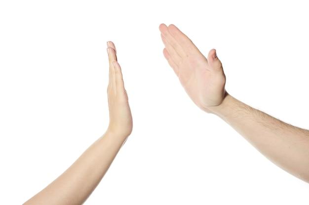 Geben sie fünf hände geste, weißer isolierter hintergrund