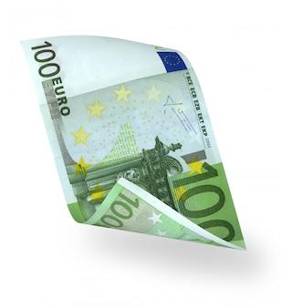 Gebogene euro-banknote über weißem hintergrund