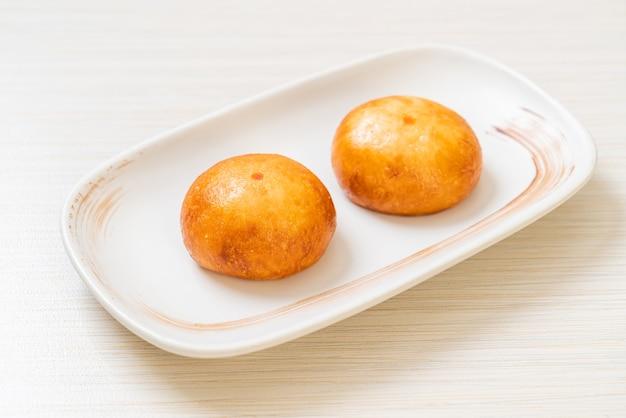 Gebratene chinesische lava-brötchen - asiatische essensart