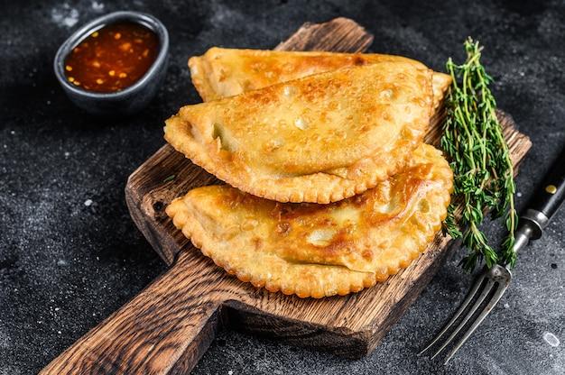 Gebratene empanadas-torte des mexikanischen chilenischen essens mit rindfleisch