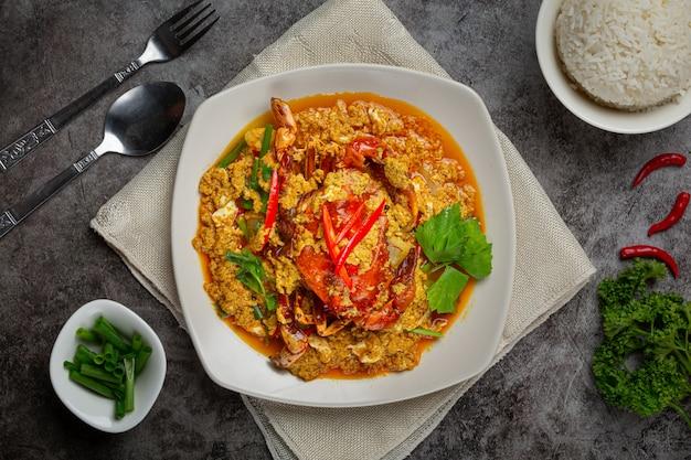 Gebratene krabben mit currypulver umrühren schöne beilagen.