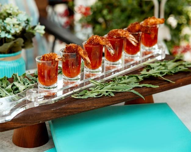 Gebratene nuggets in süßer chili-sauce