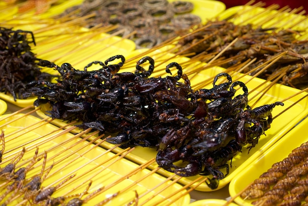 Gebratene skorpione am wangfujing-straßenlebensmittel in china