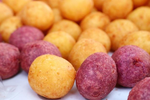 Gebratene süße kartoffel am straßenlebensmittel