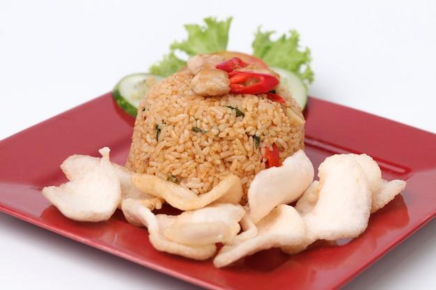 Gebratener reis nasi goreng indonesisches gericht