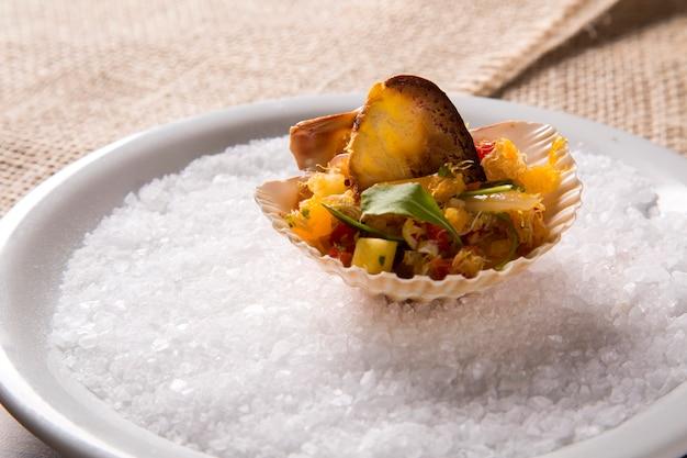 Gebratener softshell-krabbensalat