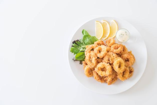 Gebratener tintenfisch (calamari-ringe)