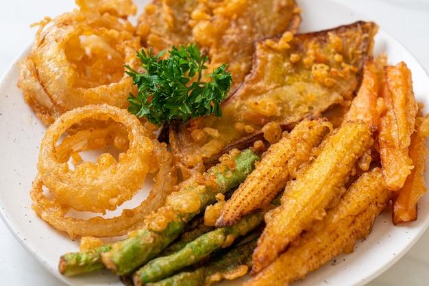Gebratenes gemischtes gemüse (zwiebeln, karotten, babymais, kürbis) oder tempura nach vegetarischer art