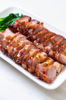 Gebratenes schweinefleisch vom grill