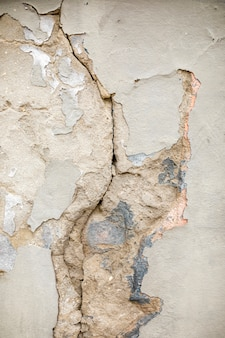Gebrochene betonmauer