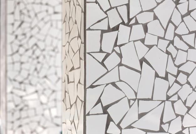 Gebrochene fliesen mosaik trencadis typisch aus dem mittelmeerraum