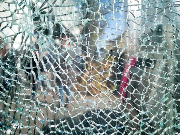 Gebrochene glas- oder spiegelbeschaffenheit