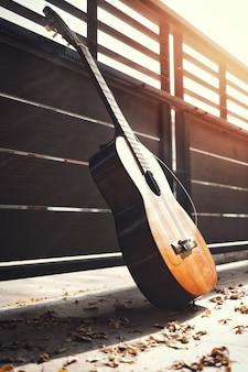 Gebrochene klassische gitarrensaiten