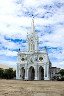 Geburt christi unserer dame cathedral in samut songkhram, thailand.