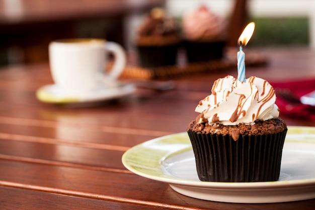 Geburtstag cupcake mit kaffee