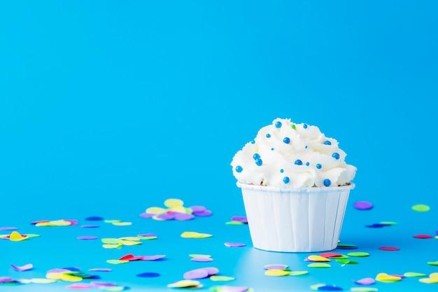 Geburtstag cupcake mit kerze
