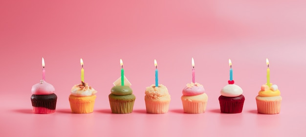 Geburtstag cupcakes mit kerzen