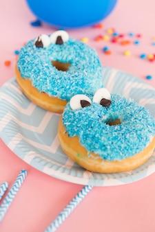 Geburtstags-donut mit augen