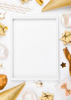 Geburtstagsdekorationen mit weißem hintergrund