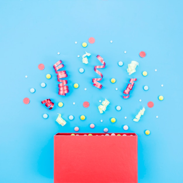 Geburtstagsgeschenkbox mit konfetti